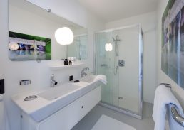 Family suite Urban Residences Rotterdam luxe badkamer