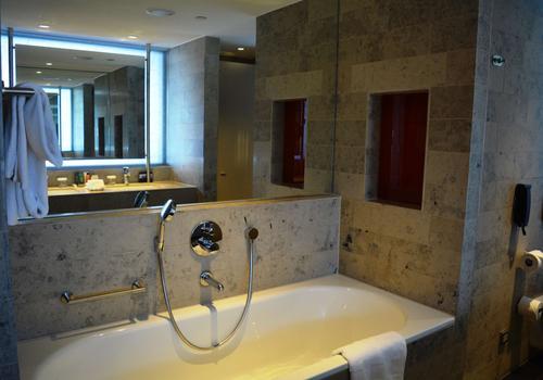 Gezinssuite Hilton The Hague badkamer