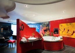 Moulin Rouge suite Hotel Schiphol A4 jacuzzi