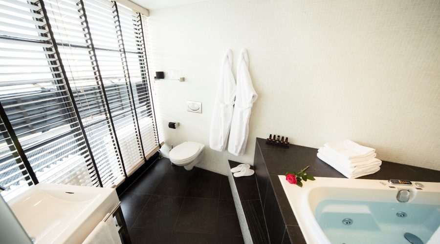 Hotel Euromast suite jacuzzi