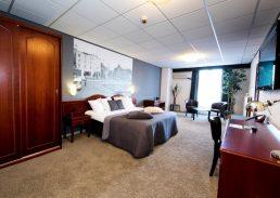 Comfort suite Crown Inn Eindhoven kingsize bed