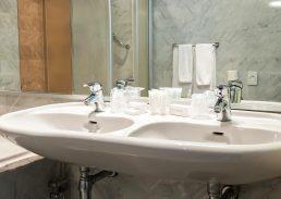 Comfort suite Crown Inn Eindhoven badkamer