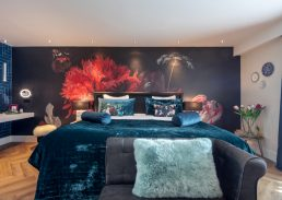 Flora suite Hotel Leiden kingsize bed